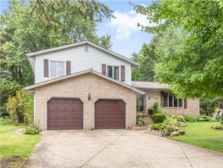 3042 Chaucer Drive Northeast, Canton